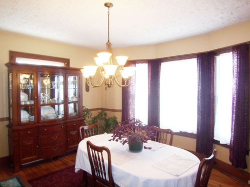 Dining Room at 206 East Sugar Street in Mount Vernon Ohio 43050