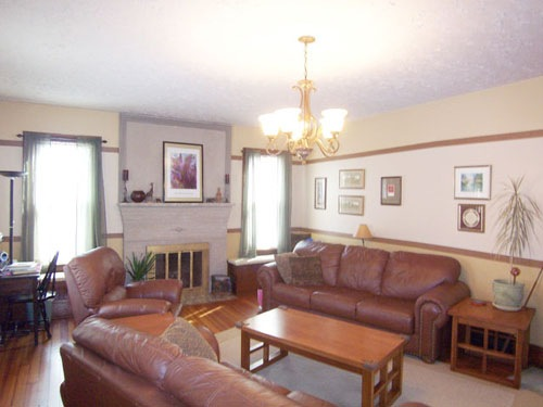 Living Room at 206 East Sugar Street in Mount Vernon Ohio 43050